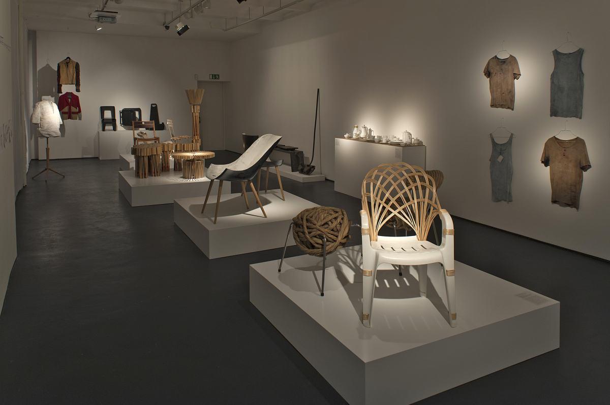 """Blick in die Sonderausstellung """"Tranformationen"""" des Werkbundarchiv - Museum der Dinge"""