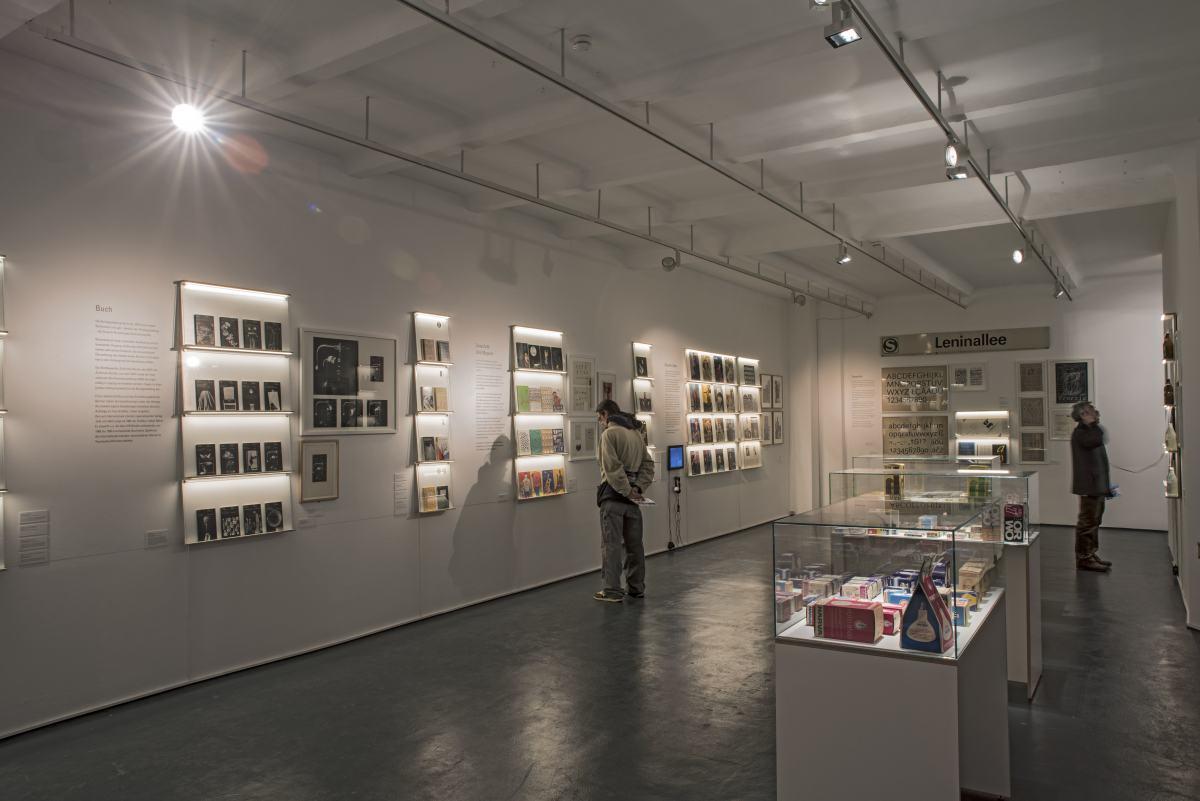 Blick in die Ausstellung Masse und Klasse