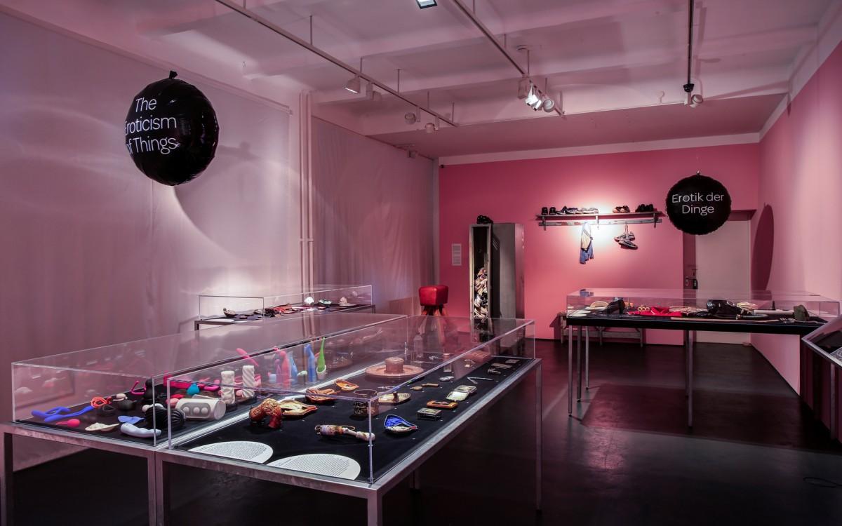 Ausstellungsansicht der Sonderausstellung Erotik der Dinge, Foto: Olivia Kwok