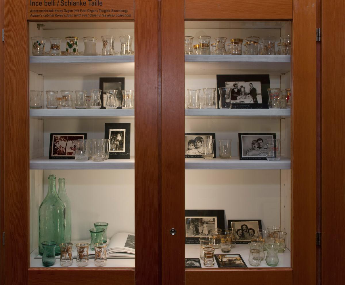 Ince Belli Ausstellungsvitrine Sammlung Fuat Ozgen Foto Koray Ozgen