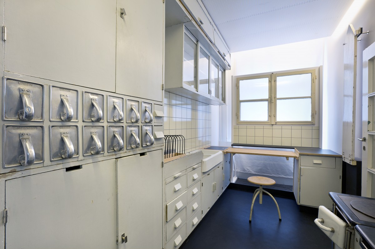 Frankfurter Küche im Werkbundarchiv - Museum der Dinge, Foto: Christian Muhrbeck