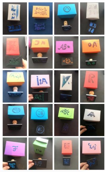 Zusammenstellung von 20 Fotos von selbstgebastelten Stempeln mitsamt damit bedruckten farbigen Boxen