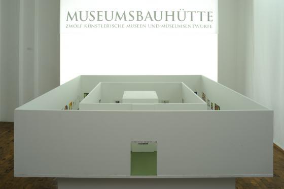 """Eingangsinstallation der Sonderausstellung """"Museumsbauhütte"""" im Werkbundarchiv - Museum der Dinge"""